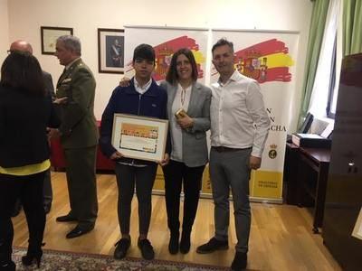 Un alumno del Clemente Palencia y otro de Maristas, premiados por el Ministerio de Defensa