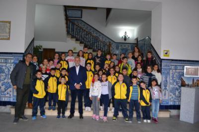Escolares del CEIP San Isidro de La Pueblanueva visitan el Ayuntamiento de Talavera