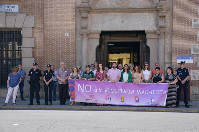 Minuto de silencio en Talavera por las siete mujeres y el menor asesinados en en julio