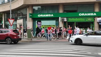 Los aficionados atléticos toman la calle por La Liga