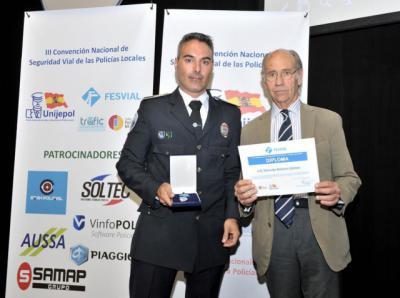 El policía gamonino Eduardo Romero recibe la Medalla de Oro a la Educación Vial de UNIJEPOL
