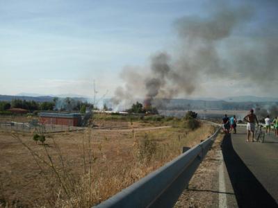 Declarado un incendio en la urbanización de Espinosillo