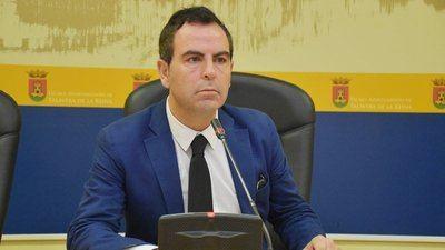 El portavoz del PSOE en el Ayuntamiento de Talavera de la Reina, José Gutiérrez, en rueda de prensa