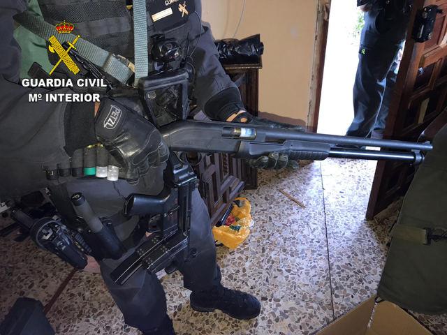 La Guardia Civil incauta más de 80 kilos de cogollos y 9 armas largas