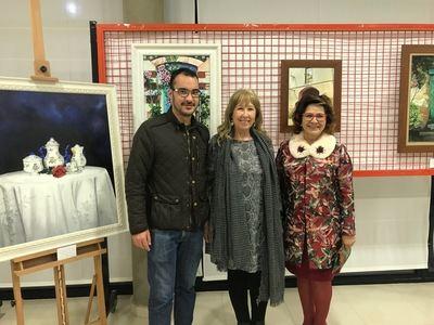 """La pintora talaverana Jose Valdenebro inaugura la exposición """"Estampas de la vida"""" en Cazalegas"""