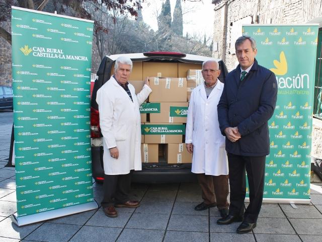 Caja Rural CLM dona a la ONG 'El Amigo de los Pobres' casi una tonelada de alimentos