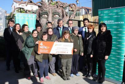 La Fundación Caja Rural CLM entrega una ayuda 'Workin' de 6.000 euros a la Asociación Talismán