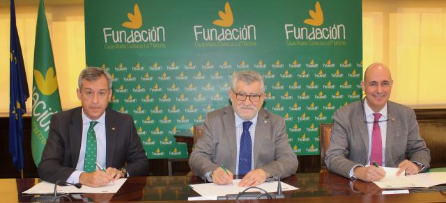 Foto archivo Javier López, Ángel Felpeto y Vicente Muñoz firma convenio 'Pasión por crear'