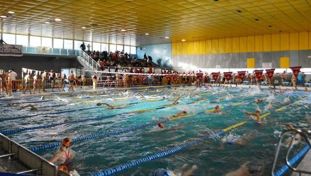 Se reabre la piscina climatizada El Prado tras solucionar el desplome del falso techo