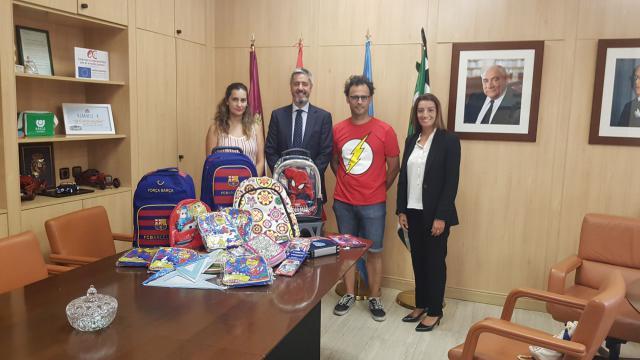 Alganda recibe material escolar de El Corte Inglés Talavera