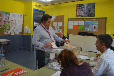 Votación del candidato al Senado del PSOE por Toledo, Félix Ortega