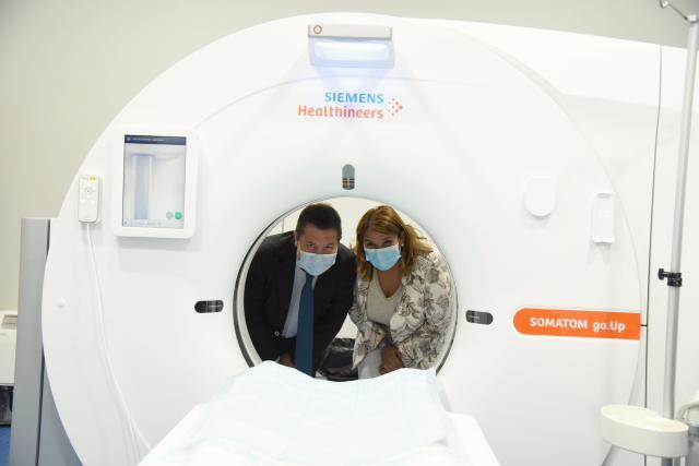 TALAVERA | Page visita el nuevo TC y la sala de radiología digital del hospital