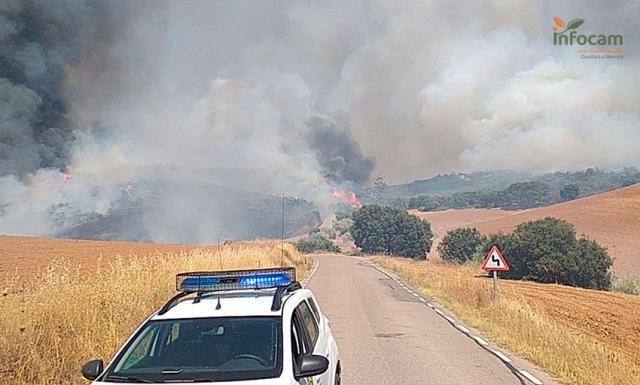 INCENDIO | 12 medios aéreos y 14 terrestres contra el fuego en El Casar