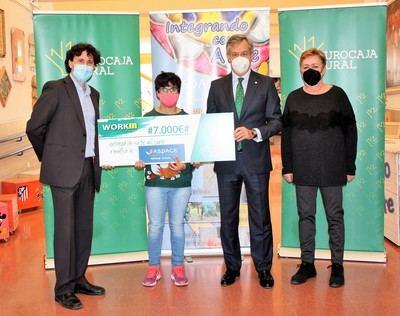 EUROCAJA | La fundación entrega 7.000 euros a APACE Toledo para favorecer la inserción laboral de personas con parálisis cerebral