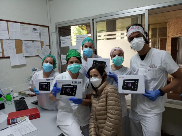 TALAVERA   Tien 21 dona tablets a la Residencia de Mayores Virgen del Prado