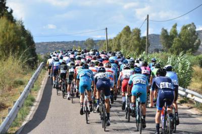 La Vuelta Junior a Talavera: final al sprint, dos caídas y el robo de una bici