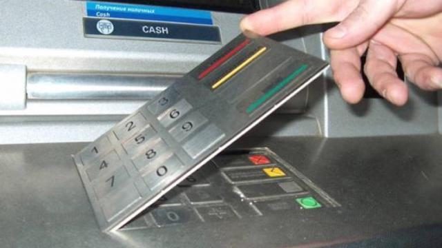 La Guardia Civil alerta de la estafa con teclados falsos en los cajeros