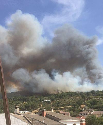 Estabilizan el incendio declarado ayer en San Pablo de los Montes