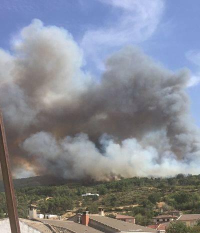 17 efectivos siguen trabajando en la extinción del fuego de San Pablo de los Montes
