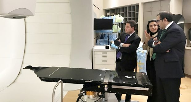 García-Page se reúne en Chicago con la empresa IBA para acercar la terapia sanitaria de protones a Castilla-La Mancha