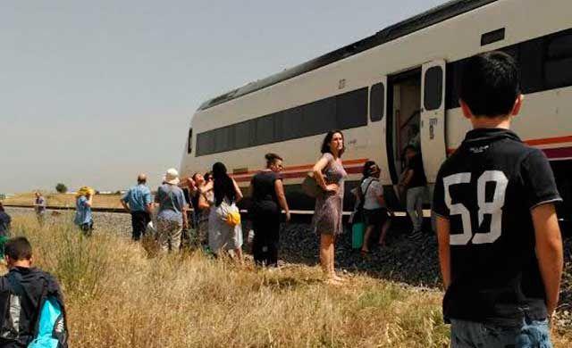 Pasajeros de un tren averiado cerca de Talavera