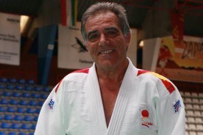 Macario García, reconocido con la Insignia Olímpica por su contribución al judo español