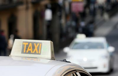 Atracan, agreden y queman el coche de un taxista talaverano
