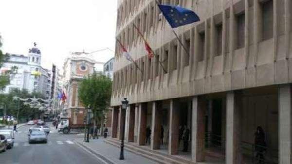 Condenan a cinco años de cárcel a un hombre que acuchilló por la espalda a otro por celos