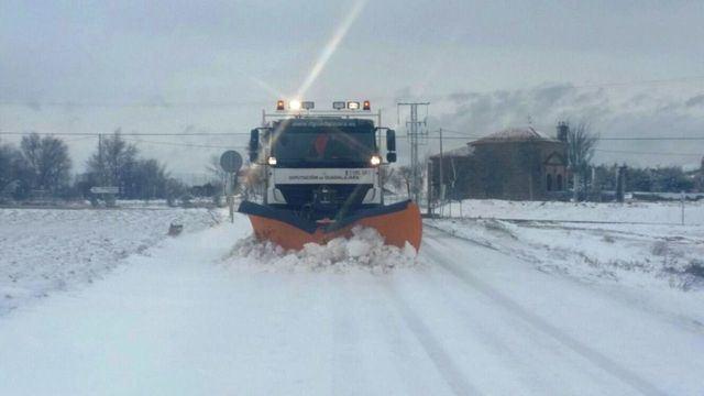 Las máquinas quitanieves están preparadas para hacer frente a las nevadas