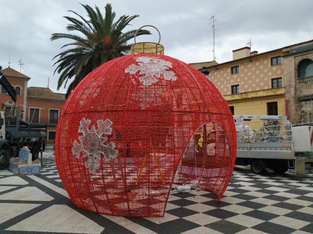 Una bola transitable y luces en el Puente Romano, novedades del alumbrado de Navidad en Talavera