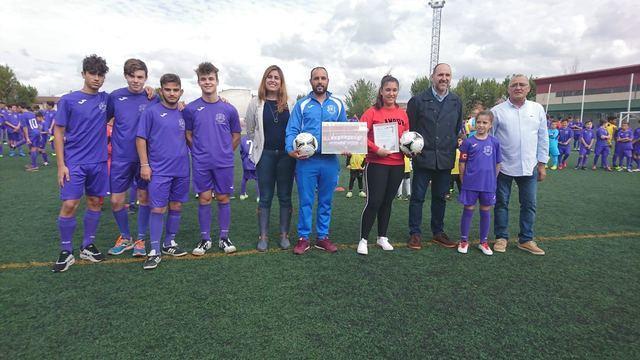 El delegado de la Junta en Talavera asiste a la presentación de los equipos de la Escuela de Fútbol Patrocinio