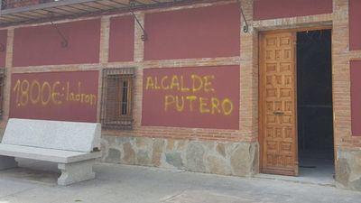 El PP de Burguillos muestra su total repulsa a las pintadas ofensivas contra el alcalde