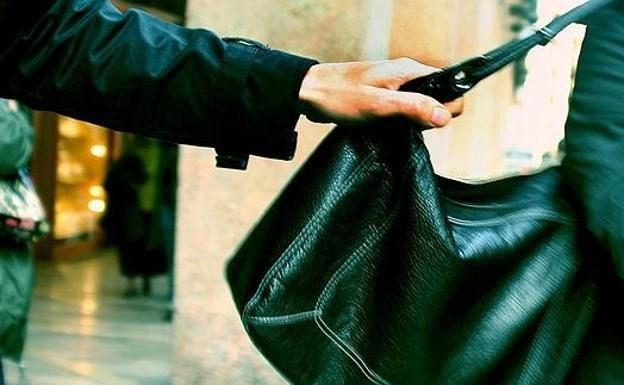Dos detenidos en Toledo por convencer a un menor para robarle el bolso a una anciana de un tirón