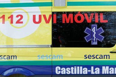 Trasladado un hombre de 48 años al hospital tras salirse de la vía su coche y volcar después en Guadalajara