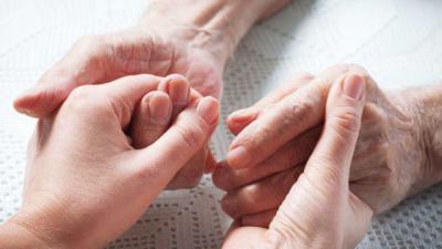 El Gobierno recuperará las cotizaciones de las cuidadoras no profesionales de personas dependientes
