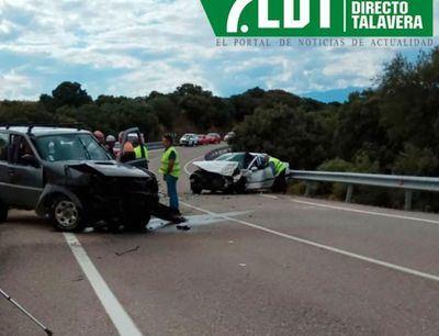 Colisión entre dos vehículos en la carretera de Talavera-Los Navalmorales