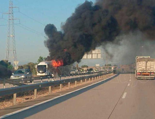 Arde un autobús en la A-5 en Talavera