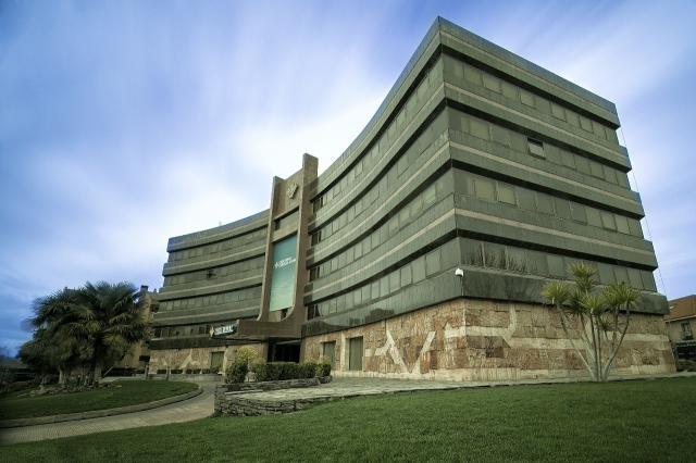 Edificio de los servicios centrales de Caja Rural Castilla-La Mancha, en Toledo