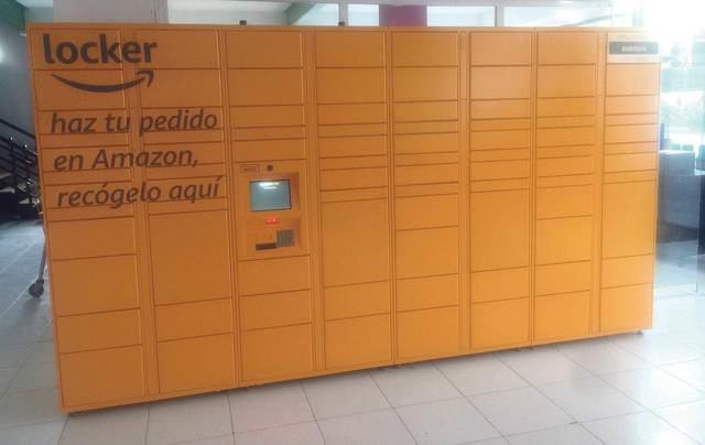 Cash Godoy instala un Amazon Locker