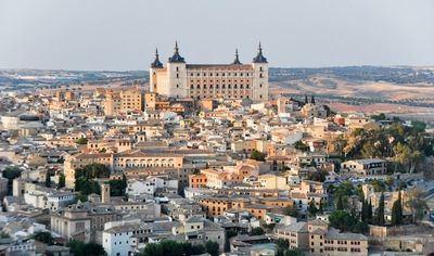 Un total de 74 establecimientos del Casco Histórico de Toledo cambiarán su señalética comercial o turística