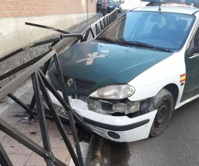 Herido un Guardia Civil tras sufrir un accidente con el coche al partirse la dirección en Carranque