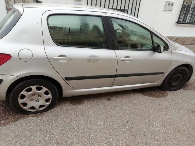 Nuevos casos de pinchazos de ruedas en Talavera la Nueva