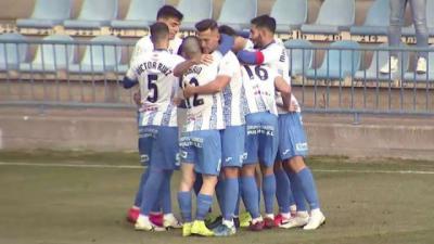 Alegría blanquiazul tras el gol de Monroy en la única victoria del CF Talavera esta temporada en casa. Fue ante l Villanovense el 10 de enero