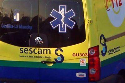Dos varones, uno de ellos menor, resultan heridos por el choque de un turismo y un camión