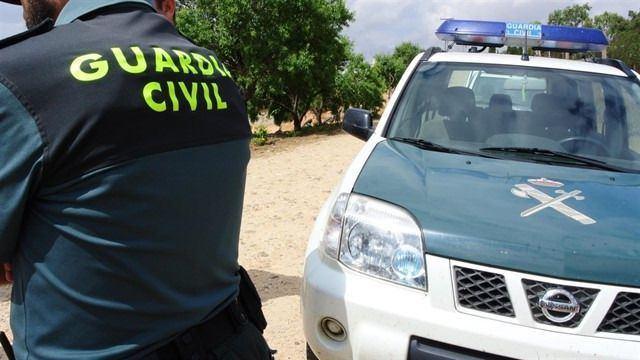La Guardia Civil busca a un joven tras robar un coche y disparar con una escopeta en Candeleda
