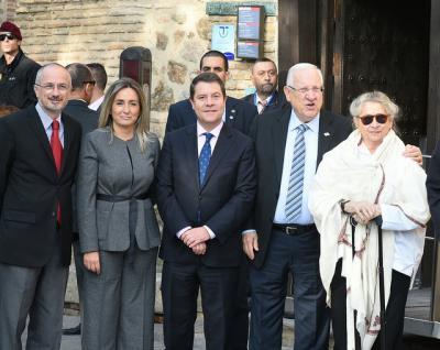 El Presidente israelí, obsequiado con una escribanía de cerámica de Talavera
