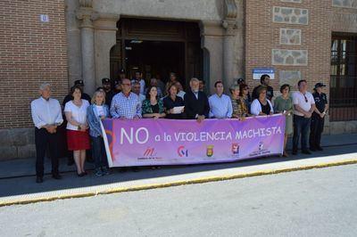 Talavera guarda un minuto de silencio por las mujeres asesinadas en el mes de mayo
