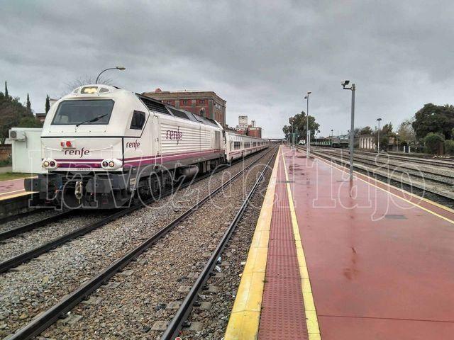 Tren Talgo en la estación de Talavera de la Reina