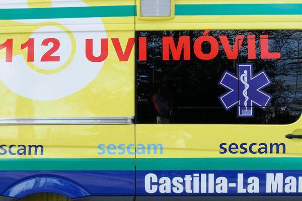 Trasladan al Hospital Virgen de la Salud a un trabajador de 60 años tras caer de un andamio