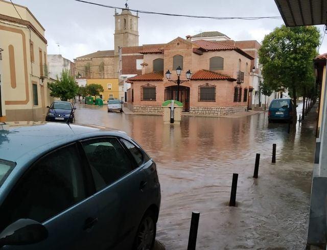 Una fuerte tormenta convierte Alcaudete de la Jara en un auténtico río